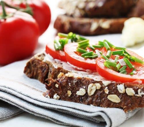 Stoffwechselkur Rezept Tomatenbrot mit Schnittlauch